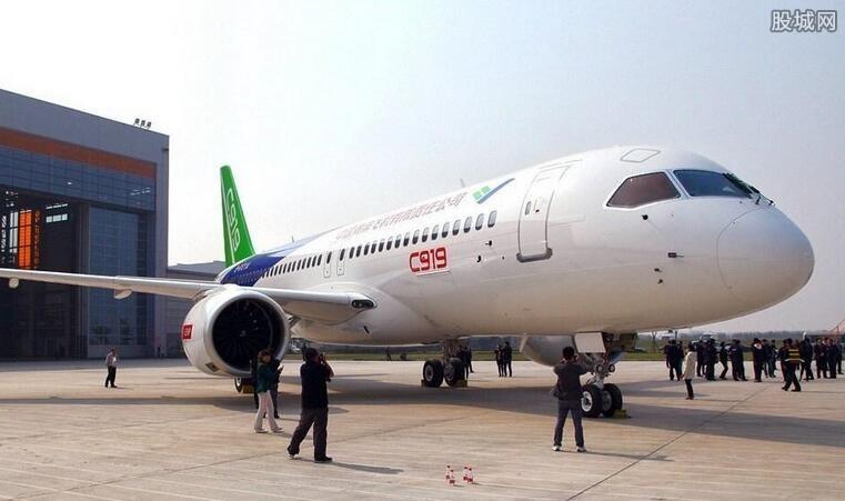 中国国产大飞机将交付飞行