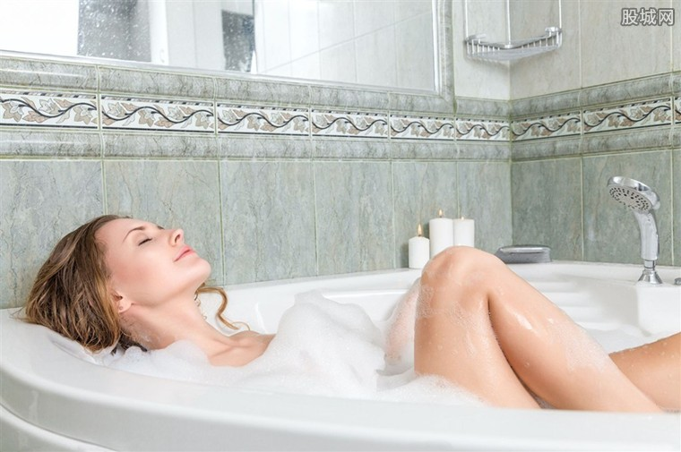 黑客直播女子洗澡