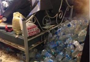 女孩出租屋成垃圾场 垃圾成堆场面惊人简直太恐怖了