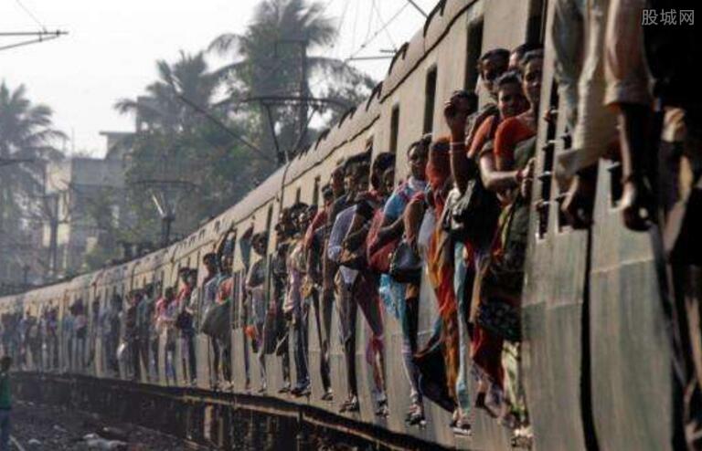 印度搭火车像打仗