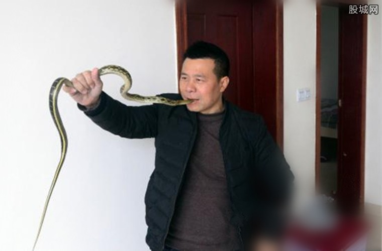 生吞活蛇年入10万