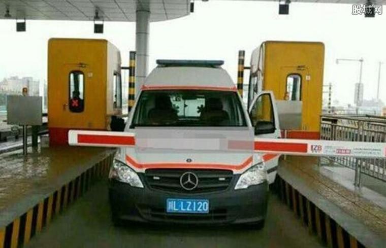 救护车高速不缴费被拦