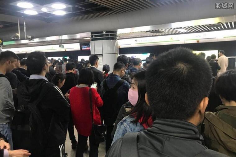 上海地铁故障 故障长达2小时乘客挤爆地铁