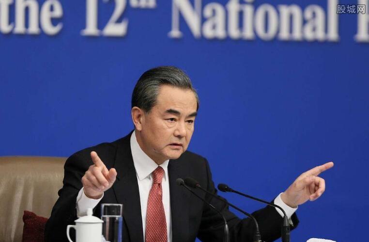 外交部长王毅回答记者问题