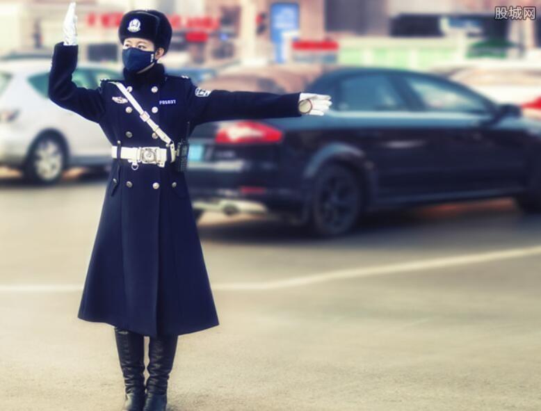 女警朋友圈走红
