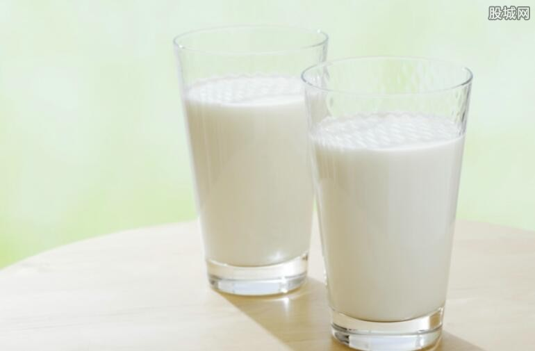 推进奶牛标准化规模养殖