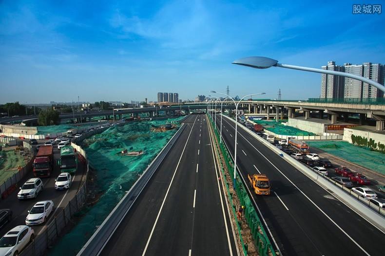 中俄跨境公路大桥已经合龙