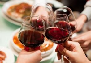 英国关闭餐厅酒吧 政府可以向企业支付员工工资