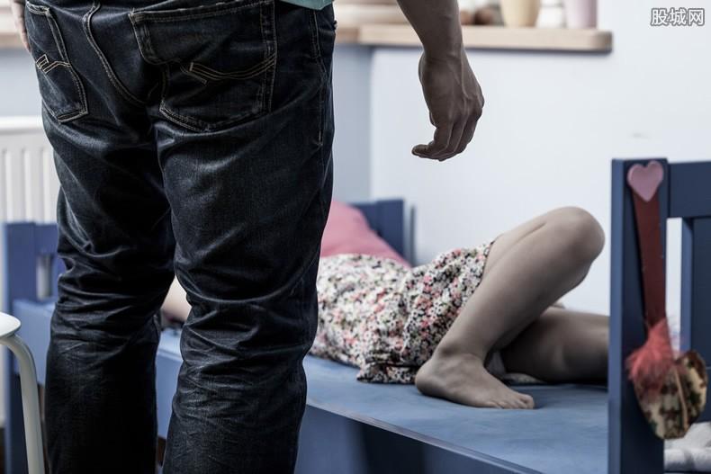 鲍毓明被指性侵养女