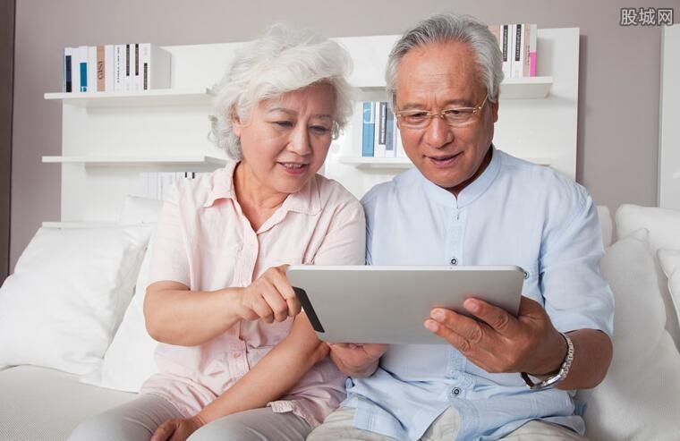 上海推出老年专版健康码 方便老年人操作使用