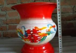 中国痰盂在亚马逊卖60多美元约合人民币390元