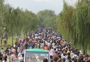 旅游平台新疆搜索量一天涨近三倍 成旅游新景点