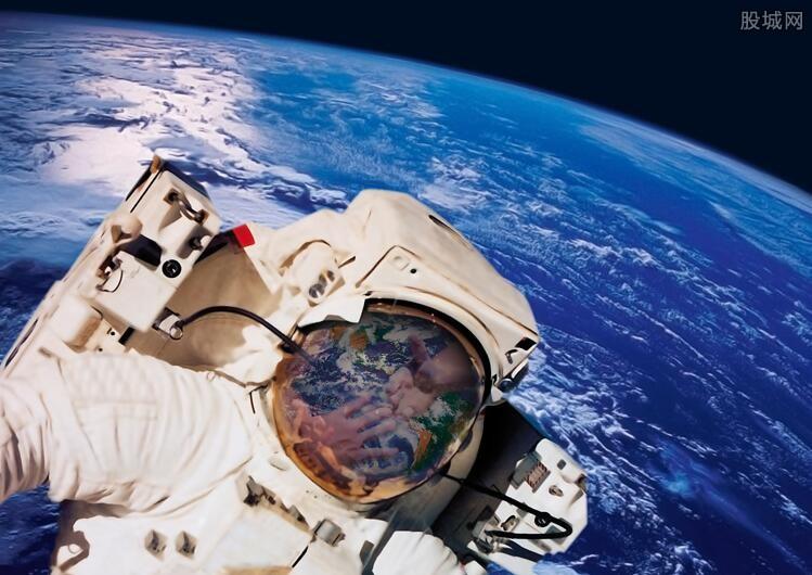 航天员一个月工资