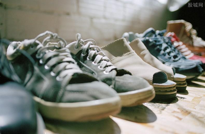 鸿星尔克鞋子
