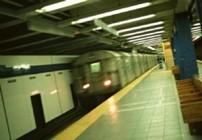 广州地铁21号线进水又是暴雨导致雨水入站?
