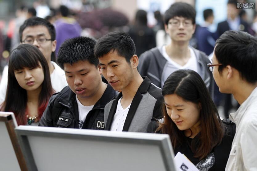 6成大学生认为毕业10年内会年入百万 哪来的自信?